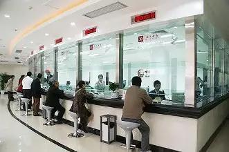 若是储户分开柜台发现少给了钱,银行能补上缺款吗?